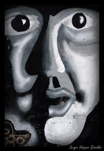 La máscara para la piel tersa de la persona